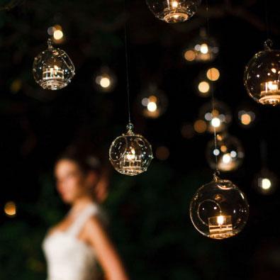 La boule en verre porte bougie a suspendre pour mariage for Decoration de porte a suspendre
