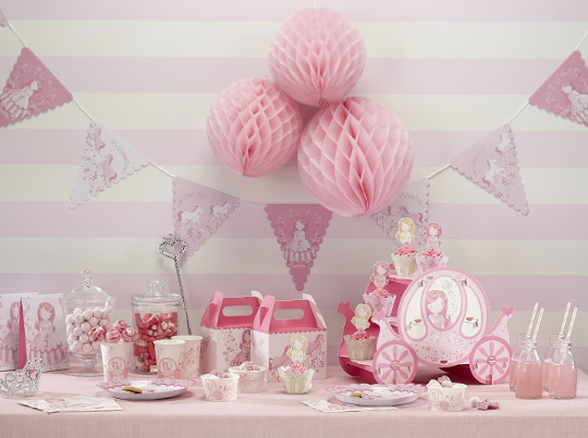 un anniversaire de princesse maman crit par elena572002. Black Bedroom Furniture Sets. Home Design Ideas